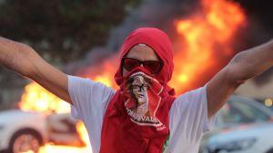 En av demonstranterna under kravallerna utanför Brasiliens kongress 29.11.2016