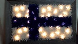 Suomen lipun muotoinen valoryijy