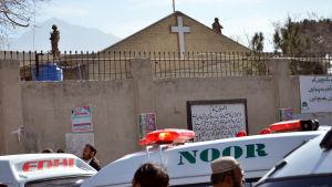 Det fanns över 400 människor i metodistkyrkan i Quetta då två självmordsbombare gick till attack mitt under söndagens gudstjänst