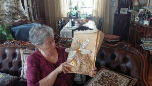 Bland Eivor Pastuhovs många föremål hör farmors julstjärna till dem hon tycker mest om.