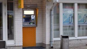 Bankomat vid Aktias kontor i Tenala.