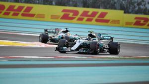 Valtteri Bottas före Lewis Hamilton i Abu Dhabi