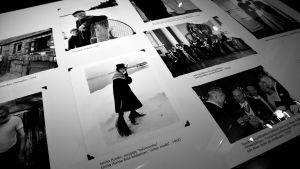 Fotografier på utställning.