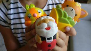 Tre olika squish-leksaker.