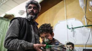 Man och barn får sjukvård efter attack mot Ghouta