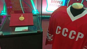 Sovjettidens idrottsbragder på parad vid Sports House i Gangneung.