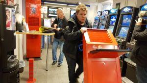 Veikkaus plockar bort sin utrustning på Åland.