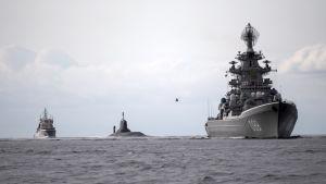 En del av en rysk flotilj utanför den danska kusten i juli 2017.