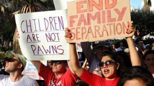 USA lämnar människorättsrådet samtidigt som det får kritik både hemma och utomlands får att det separerar barn från föräldrar som anklagas för olaglig invandring
