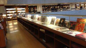 Akademens avdelning med konstböcker