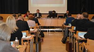 Stadsfullmäktiges möte 11.4.2016.