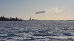 Vaskiluodon voima fotograferat från isen utanför Gerby båthamn.