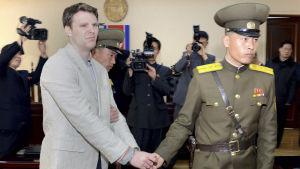 USA och Nordkorea förde hemliga samtal om den fängslade amerikanska studenten Otto Warmbier. Han avled hemma i USA kort efter ha frigetts i Pyongyang för två månader sedan