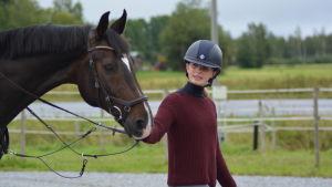 Eirin Losvik leder sin häst  Daffodil's Flamenco.