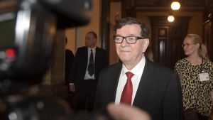 Paavo Väyrynen fotograferad under presidentvalet 2018.