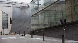 Stormen Kiira knäckte fönsterglas i Helsingfors.