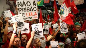 Ex-presidentens anhängare demonstrerade inför och under Högsta domstolens sammanträde