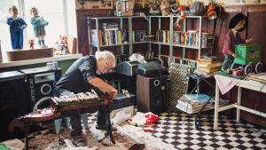 Jürgen Kempf vårdar sina maskiner för mekanisk musik.