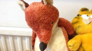 Ett mjukisdjur som föreställer en räv