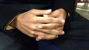 Händer i kors