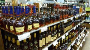 Alkoholdrycker i en Alkoaffär