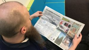 Klas Backholm läser Pohjalainen.