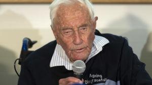 David Goodall, som beviljades dödshjälp i Schweiz, hoppas att hans död ska väcka en diskussion kring eutanasi.
