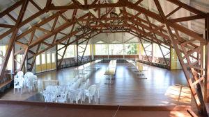Dansholmens paviljong med scen.