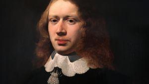 En man i svart skjorta och spetskrage i en målning från 1600-talet.