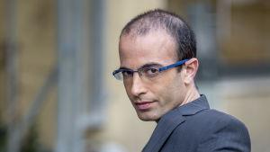 Historioitsija Yuval Noah Harari. Henkilökuva