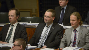 Jussi Halla-aho, Jussi Niinistö ja Juho Eerola i riksdagen december 2013.