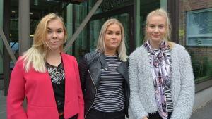 Janina Nordlund, Paula Männikkö och Emma Svartsjö är abiturienter på Vasa gymnasium.