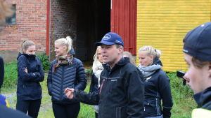Bjarne Mara berättar kort om jordbrukets historia för lärarstuderande.