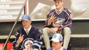 Patrik Laine, Pierre-Luc Dubois och Auston Matthews efter draften 2016.