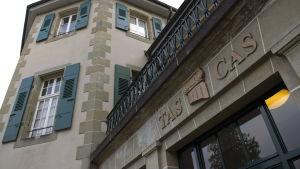 CAS har sitt huvudsäte i schweiziska Lausanne.