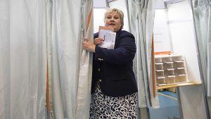 Norges statsminister Erna Solberg röstade i stortingsvalet den 11 september 2017.