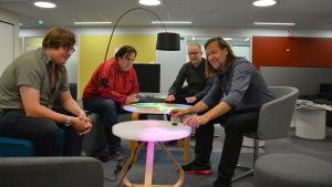 Jan-Erik Andersson och IT-avdelningen vid Åbo Akademi har skapat bord som reagerar på ljud.