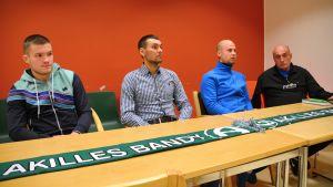 Pavel Kutsnezov, Roman Murzin, Tomi Gröhn och Pertti Koponen från Akilles Bandy.