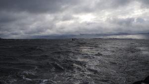 Havet utanför Utö, Utö fyr skymtar i bakgrunden