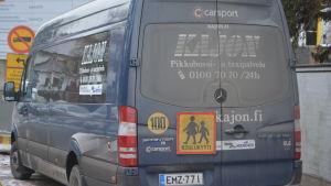 En av Kajons taxibilar.