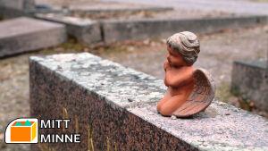 Keramikängel med MittMinne-stämpel för MittMinne-serien.