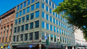 Bokhuset mittemot Stockmanns varuhus i Helsingfors år 2014.