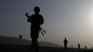 Turkiska soldater patrullerar i närheten av gränsen mot Irakiska Kurdistan