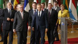 EU-ledare samt europeiska regeringschefer under toppmötet i Bryssel den 14 december 2017.