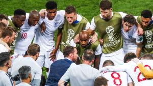 Gareth Southgate ger råd efter 90 spelade minuter.
