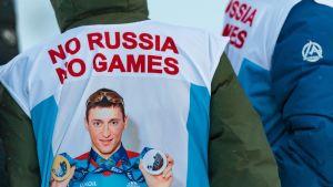 "Ryssland protesterar med budskapet ""No Russia, No games""."