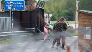 Ungerska soldater bevakar gränsen