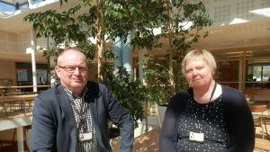 Rektor Max Gripenberg och koordinator Sanna Björkell-Käldström vid Optima i Jakobstad
