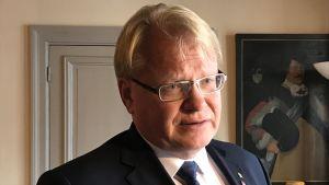 Porträtt på Sveriges försvarsminister Peter Hultqvist.