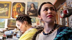 Kvinnor utklädda till Frida Kahlo i S:t Petersburg